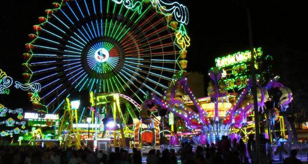 El viento obliga a aplazar la apertura de los cacharritos en la Feria de San Marcos de El Ejido