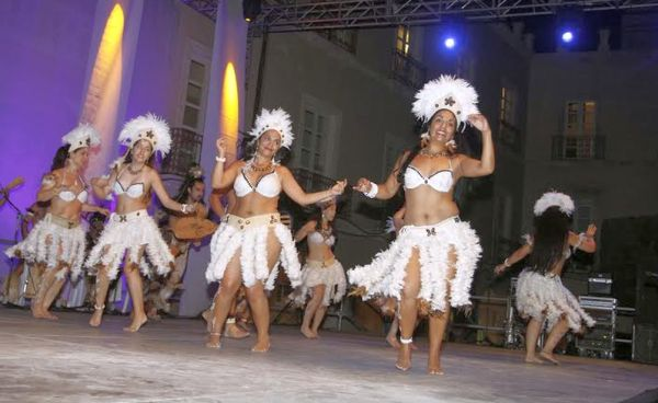 Bailarinas de la Isla de Pascua
