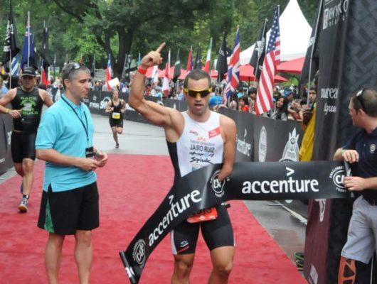 Jairo Ruiz ganador del triatlón paralímpico de NY
