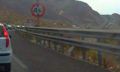 Cinco mujeres heridas al colisionar su vehículo con las biondas de la A-7 en El Ejido
