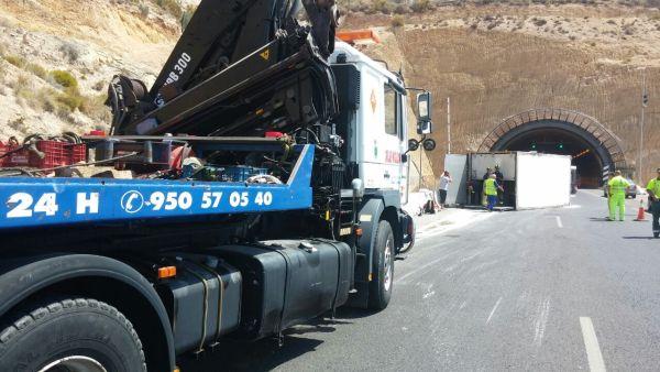 Accidente en la A-/ (Foto Gruas Miguelón)