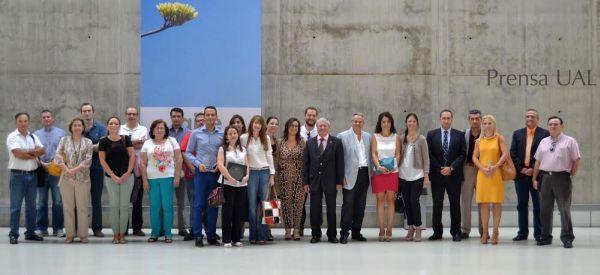 Foto de familia del programa de intercambio de profesores y personal de la UAL  y directivos de empresas