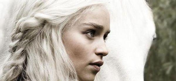 Emilia Clarke es una de las protagonistas de Juego de Tronos, dando vida al personaje de Daenerys Targaryen