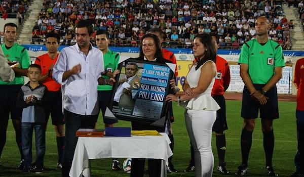 Homenaje a un hombre de fútbol