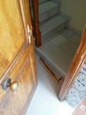 puerta reventada
