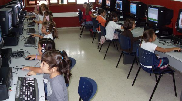 Acceso de los jóvenes a las TIC.jpg