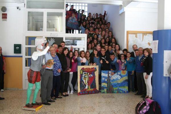 Estudiantes del IES Jaroso de Cuevas tras recibir el premio