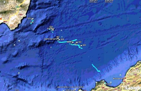 Imagen satélite de la situación de las pateras interceptadas en aguas de Almería