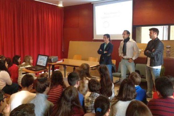 Los deportistas intercambian impresiones con los alumnos de 2º de ESO