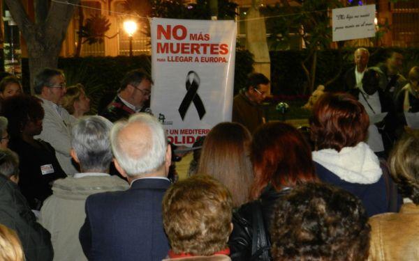 Acción convocada por Almería Acoge en la Plaza dle Educador