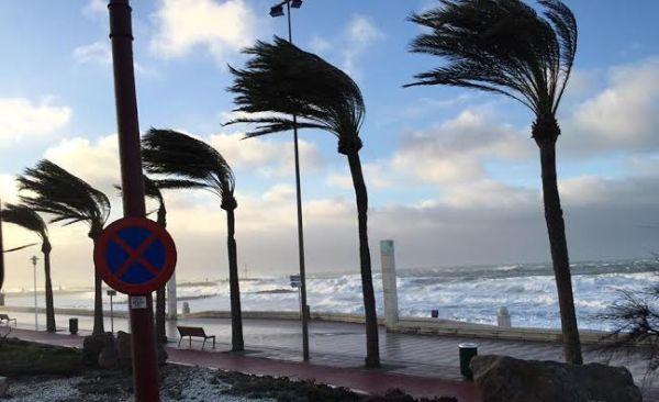 Aviso de temporal de poniente en Almería para martes y miércoles
