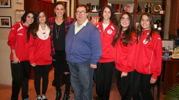 Entrevistadoras junto a Carmen Martín