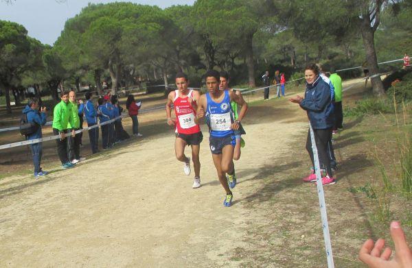 Benkhaleq, a la izquierda, durante la carrera