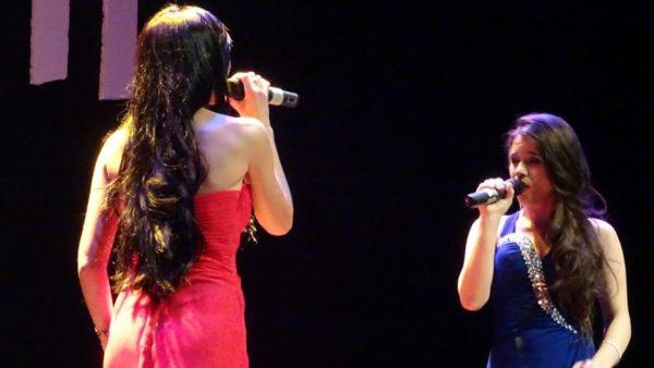 Azahara y Lorena Fernández durante la gala