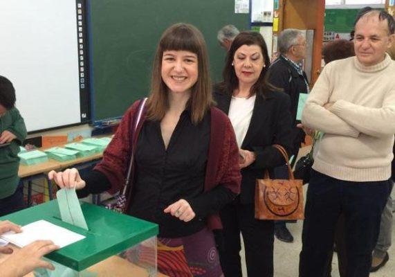 Lucía Ayala vota