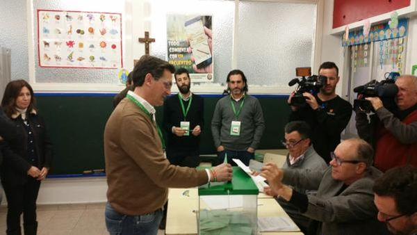 Sánchez Teruel vota