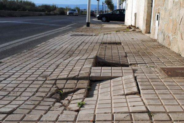 Estado de una de las calles de El Charco, en Costacabana