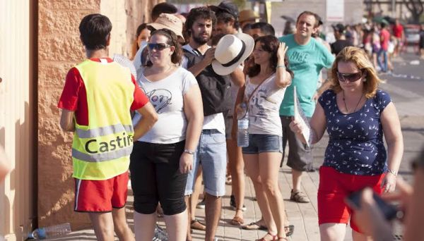 El calor ha sido implacable con los aspirantes a extras