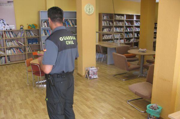 Biblioteca, guardia civil