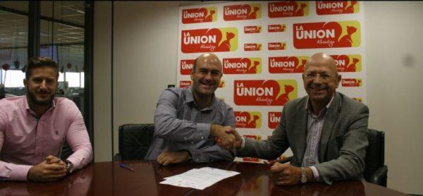 firma-convenio-cruz-roja-espanola-y-alhondiga-la-union-1