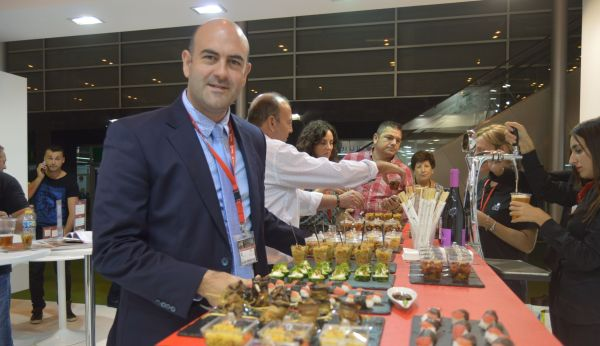 Jesús Barranco, director general de Alhóndiga La Unión, en el stand de Fruit Attraction 2016.