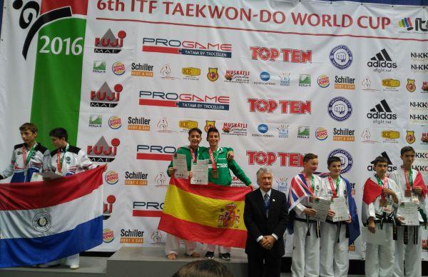 joaquin-y-francisco-en-lo-mas-alto-del-podio-taekwondo