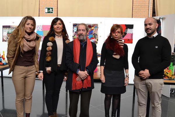 Artífices de la exposición 'Reciclar con arte' en la UAL