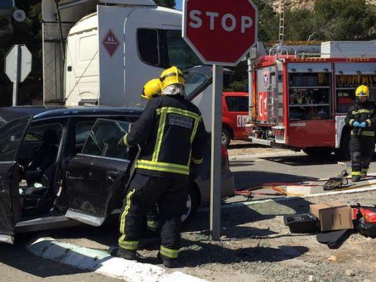 Los bomberos excarcelaron a una mujer en estado grave