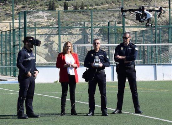 Alcaldesa y policías locales de Nijar