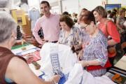 Miles de vecinos de 34 asociaciones de Almería hacen 'barrio' en el Encuentro Vecinal 2017