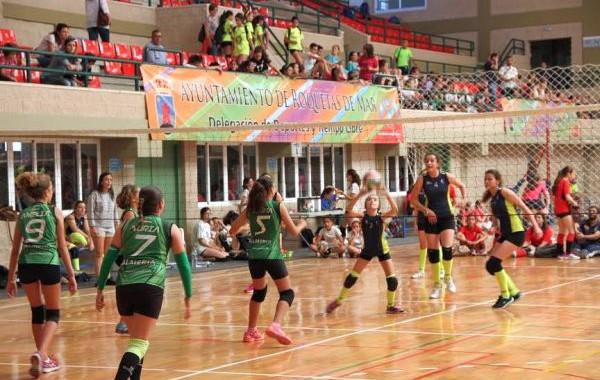 El Pabellón Infanta Cristina acoge a más de un centenar de equipos en el III Torneo Ciudad de Roquetas de voleibol