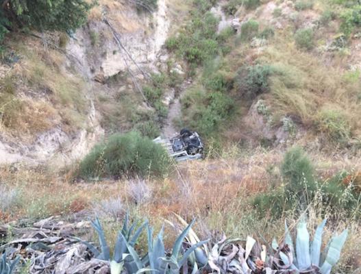 La furgoneta ha caído por un terraplén
