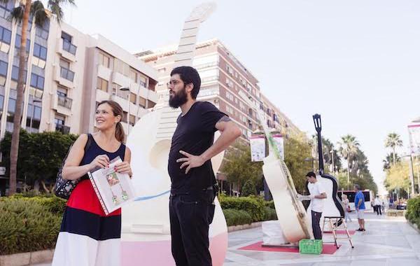 Guitarras gigantes dedicadas a Antonio Torres cobran vida en la Rambla de Almería