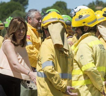 La presidenta de la Junta de Andalucía, Susana Díaz, presenta en Aznalcóllar (Sevilla) el dispositivo para la prevención y extinción de incendios forestales