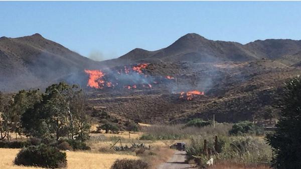 El fuego se originó en el paraje La Torta, a poco más de un kilómetro de San José. Foto Twitter Lola López