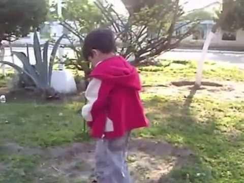 niño orinando