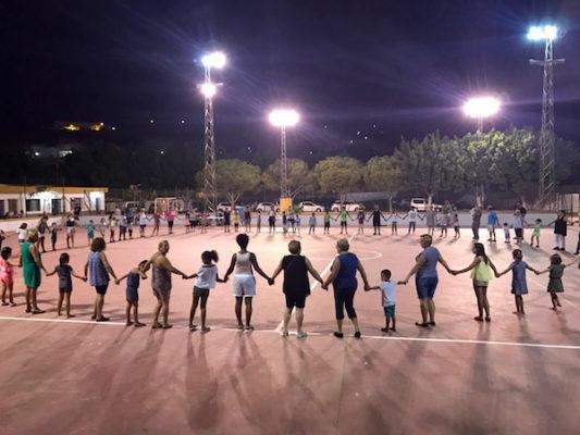 Baile final formando un círculo sobre la pista