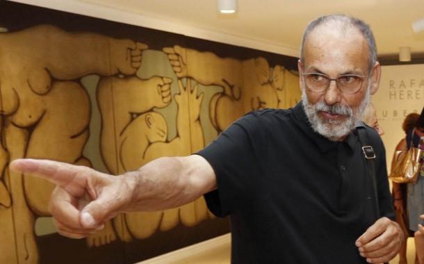 Rafael Heredia reflexiona sobre la condición humana a través de su obra en la Plaza de Toros de Roquetas