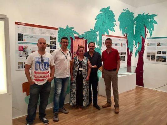 Delegado y organizadores de la muestra en la inauguración