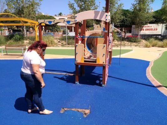 Denuncian el estado de abandono de los parques infantiles de Almería