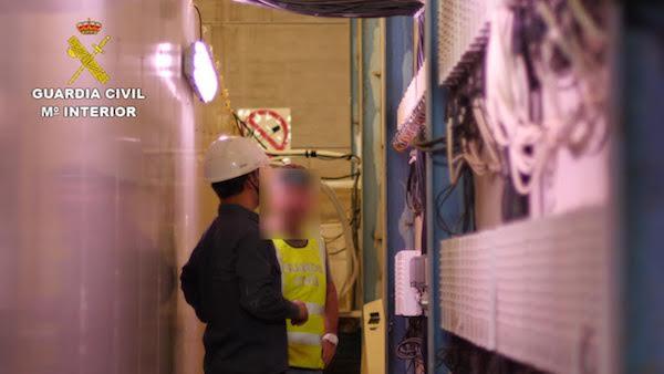 Cuadro eléctrico en el interior de la nave en 'Los Grillos'