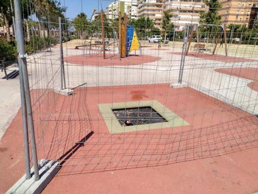 Zona delimitada por rotura en un parque infantil de la capital