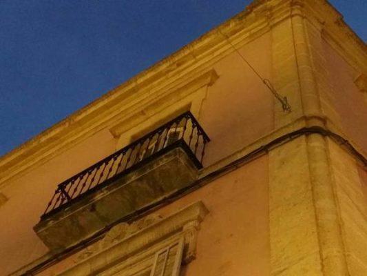 los anclajes para toldos de feria en edificios protegidos