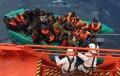 Una patera con 17 inmigrantes, la mayoría menores, interceptada en aguas de Cabo de Gata