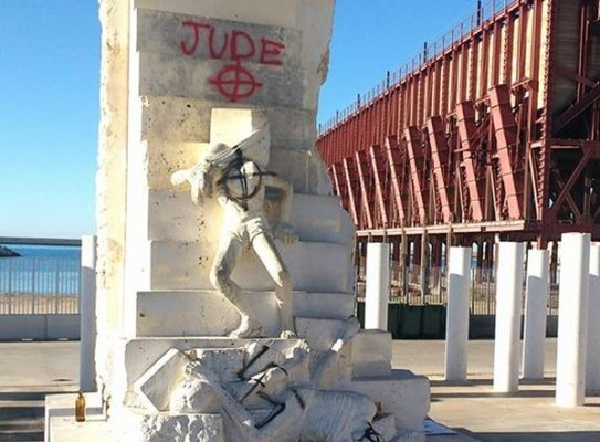Pintadas nazis Almería 2