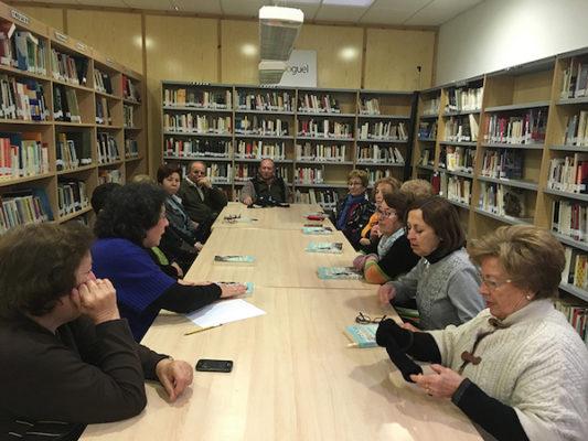 Usuarios de la Biblioteca de Tabernas participando en las acciones para el fomento de la lectura1