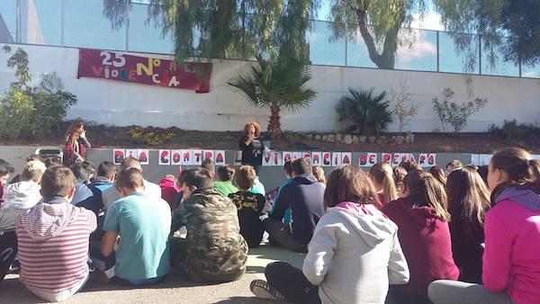 Acto en el IES Manuel de Gongora de Tabernas contra la violencia de genero en 2016