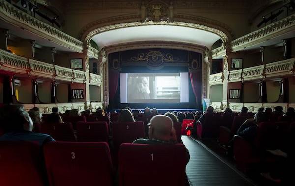 FICAL proyecta película '100 metros' para cientos de presos de El Acebuche