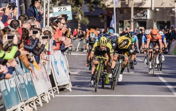 Caleb Ewan gana la Clásica de Almería