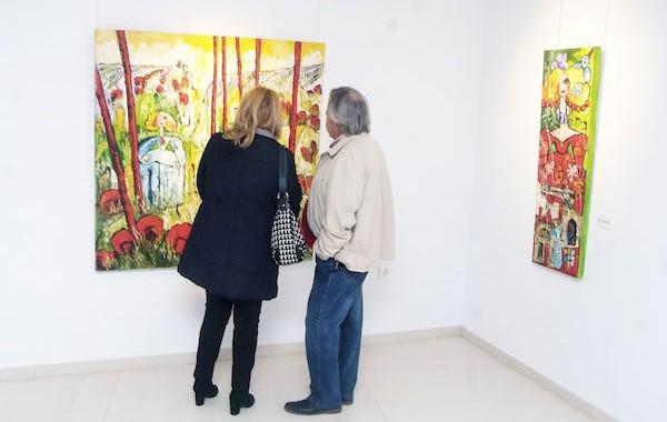 El pintor Antonio Roa muestra 'El jardín de las Meninas' en Roquetas de Mar